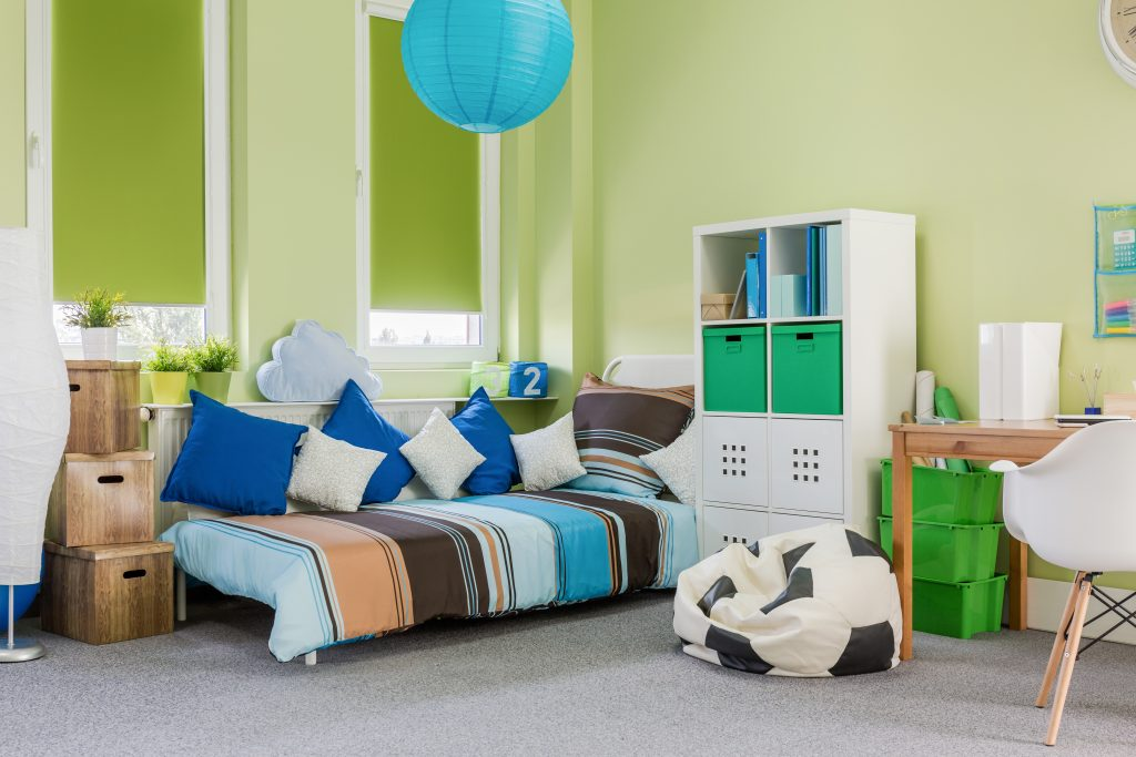 young child's bedroom with mohawk's exquisite beauty smartstrand carpet in antiqued silver