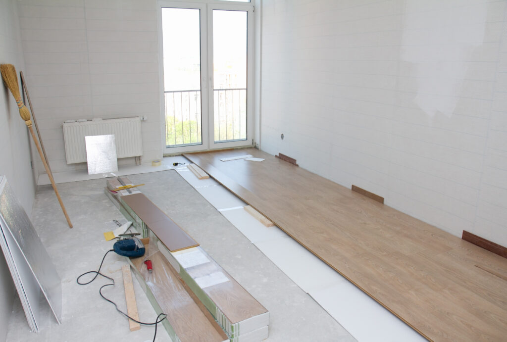 empty room with clean laminate floor installation